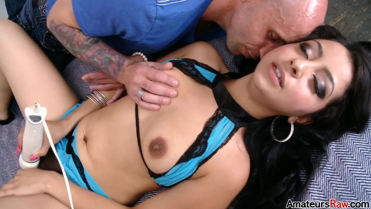 Hispanic bombshell Jazlyn Dimez porn video