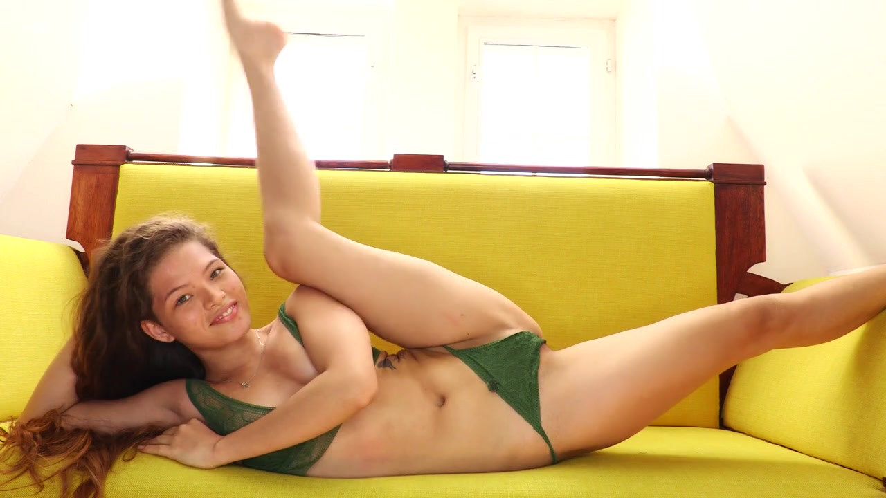 Cute Irene Rouse Flexible Beauty Teen Solo