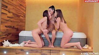 Lesbians make out in one of the craziest threesome online